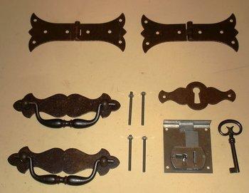 Truhenband, Truhengriff, Schlüsselschild und Schloß - Set 6 teilig